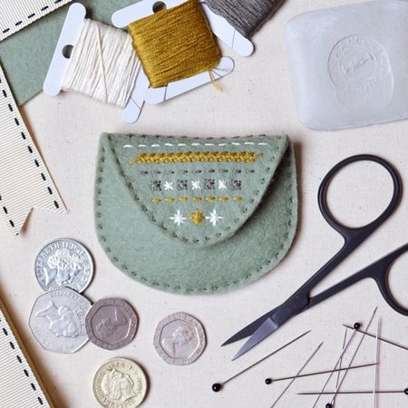 What Delilah Did Counted Thread Embroidery Course - Mini Purse 1