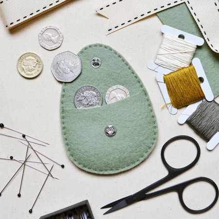 What Delilah Did Counted Thread Embroidery Course - Mini Purse 2