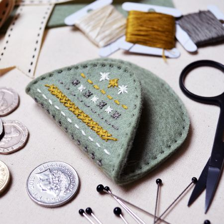 What Delilah Did Counted Thread Embroidery Course - Mini Purse 4